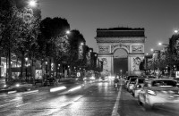 Finding a hotel to stay with friends in Paris 17